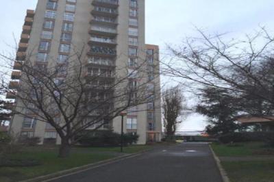 Appartement Villejuif &bull; <span class='offer-area-number'>15</span> m² environ &bull; <span class='offer-rooms-number'>1</span> pièce