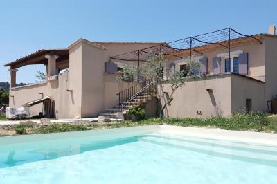 Villa St Pantaleon &bull; <span class='offer-area-number'>123</span> m² environ &bull; <span class='offer-rooms-number'>4</span> pièces