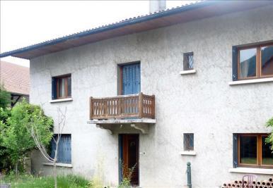 Maison La Tour &bull; <span class='offer-area-number'>305</span> m² environ &bull; <span class='offer-rooms-number'>9</span> pièces