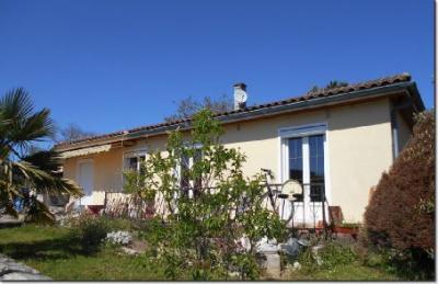Maison St Amant de Boixe &bull; <span class='offer-area-number'>95</span> m² environ &bull; <span class='offer-rooms-number'>4</span> pièces