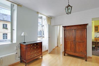 Appartement Paris 01 &bull; <span class='offer-area-number'>27</span> m² environ &bull; <span class='offer-rooms-number'>1</span> pièce