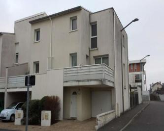 Appartement Joue les Tours &bull; <span class='offer-area-number'>94</span> m² environ &bull; <span class='offer-rooms-number'>4</span> pièces
