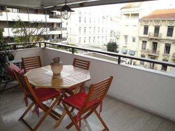 Appartement Cannes &bull; <span class='offer-area-number'>73</span> m² environ &bull; <span class='offer-rooms-number'>2</span> pièces