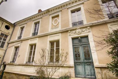 Maison Thouars &bull; <span class='offer-area-number'>170</span> m² environ &bull; <span class='offer-rooms-number'>6</span> pièces