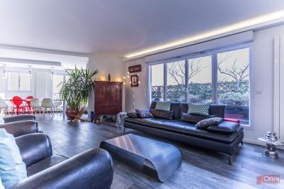 Appartement Courbevoie &bull; <span class='offer-area-number'>140</span> m² environ &bull; <span class='offer-rooms-number'>6</span> pièces