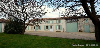 Maison Salignac sur Charente &bull; <span class='offer-area-number'>261</span> m² environ &bull; <span class='offer-rooms-number'>6</span> pièces