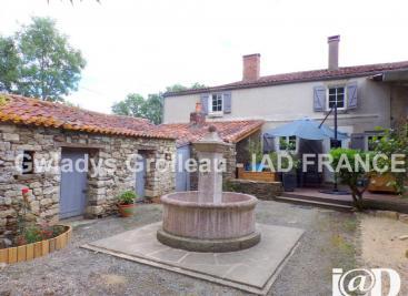 Maison Vouvant &bull; <span class='offer-area-number'>175</span> m² environ &bull; <span class='offer-rooms-number'>8</span> pièces