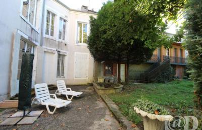 Maison Bourbonne les Bains &bull; <span class='offer-area-number'>286</span> m² environ &bull; <span class='offer-rooms-number'>8</span> pièces
