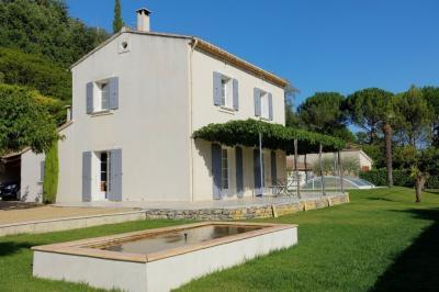Villa La Tour D Aigues &bull; <span class='offer-area-number'>95</span> m² environ &bull; <span class='offer-rooms-number'>4</span> pièces