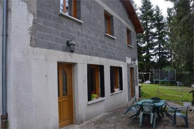 Maison St Dier d Auvergne &bull; <span class='offer-area-number'>147</span> m² environ &bull; <span class='offer-rooms-number'>8</span> pièces