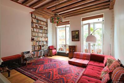 Appartement Paris 10 &bull; <span class='offer-area-number'>66</span> m² environ &bull; <span class='offer-rooms-number'>3</span> pièces