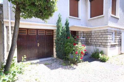 Maison Arcueil &bull; <span class='offer-area-number'>129</span> m² environ &bull; <span class='offer-rooms-number'>5</span> pièces