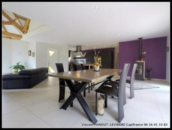 Maison Soucelles &bull; <span class='offer-area-number'>165</span> m² environ &bull; <span class='offer-rooms-number'>7</span> pièces
