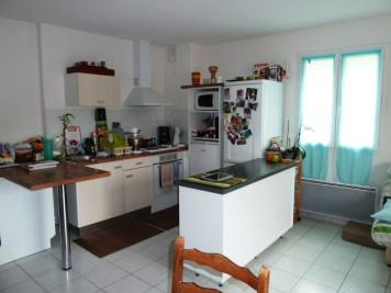 Appartement St Geniez D Olt &bull; <span class='offer-area-number'>60</span> m² environ &bull; <span class='offer-rooms-number'>3</span> pièces