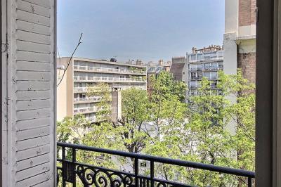 Appartement Paris 06 &bull; <span class='offer-area-number'>60</span> m² environ &bull; <span class='offer-rooms-number'>3</span> pièces