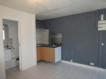 Appartement Thiers sur Theve &bull; <span class='offer-area-number'>20</span> m² environ &bull; <span class='offer-rooms-number'>1</span> pièce