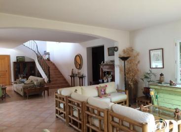 Maison Noaillan &bull; <span class='offer-area-number'>400</span> m² environ &bull; <span class='offer-rooms-number'>9</span> pièces
