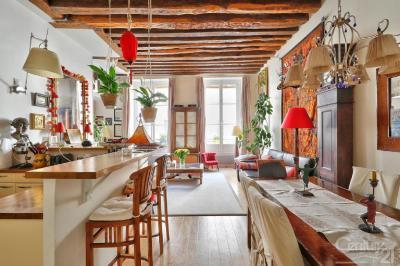 Appartement Paris 03 &bull; <span class='offer-area-number'>124</span> m² environ &bull; <span class='offer-rooms-number'>5</span> pièces