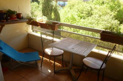 Appartement Toulon &bull; <span class='offer-area-number'>61</span> m² environ &bull; <span class='offer-rooms-number'>4</span> pièces