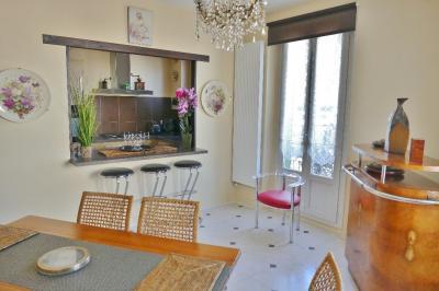 Maison Le Pecq &bull; <span class='offer-area-number'>217</span> m² environ &bull; <span class='offer-rooms-number'>8</span> pièces