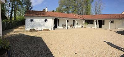 Maison Eguzon Chantome &bull; <span class='offer-area-number'>216</span> m² environ &bull; <span class='offer-rooms-number'>8</span> pièces