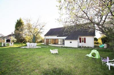 Maison Longchamp &bull; <span class='offer-area-number'>173</span> m² environ &bull; <span class='offer-rooms-number'>8</span> pièces