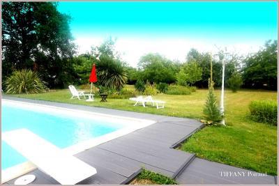 Maison Le Girouard &bull; <span class='offer-area-number'>246</span> m² environ &bull; <span class='offer-rooms-number'>5</span> pièces