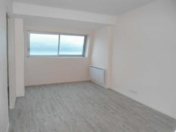 Appartement Bernieres sur Mer &bull; <span class='offer-area-number'>38</span> m² environ &bull; <span class='offer-rooms-number'>2</span> pièces