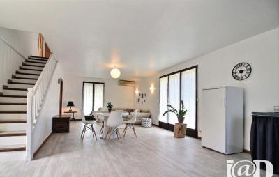 Maison St Cyr sur Mer &bull; <span class='offer-area-number'>155</span> m² environ &bull; <span class='offer-rooms-number'>5</span> pièces
