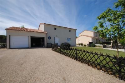 Maison Vivonne &bull; <span class='offer-area-number'>155</span> m² environ &bull; <span class='offer-rooms-number'>5</span> pièces