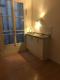 Appartement Paris 11 &bull; <span class='offer-area-number'>8</span> m² environ &bull; <span class='offer-rooms-number'>1</span> pièce