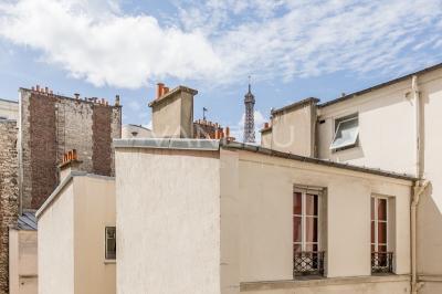 Appartement Paris 07 &bull; <span class='offer-area-number'>56</span> m² environ &bull; <span class='offer-rooms-number'>3</span> pièces