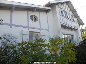 Maison Lege Cap Ferret &bull; <span class='offer-area-number'>157</span> m² environ &bull; <span class='offer-rooms-number'>8</span> pièces