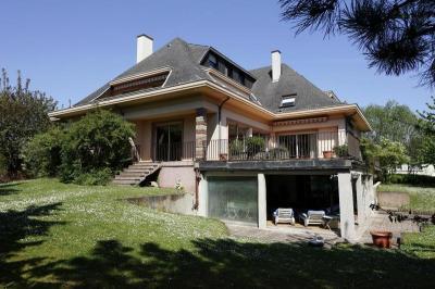 Maison Holtzheim &bull; <span class='offer-area-number'>500</span> m² environ &bull; <span class='offer-rooms-number'>17</span> pièces