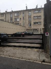 Parking Laon &bull; <span class='offer-area-number'>12</span> m² environ