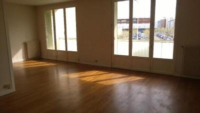 Appartement Lyon 08 &bull; <span class='offer-area-number'>92</span> m² environ &bull; <span class='offer-rooms-number'>4</span> pièces