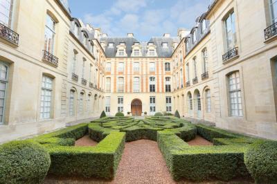 Appartement Paris 04 &bull; <span class='offer-area-number'>56</span> m² environ &bull; <span class='offer-rooms-number'>2</span> pièces