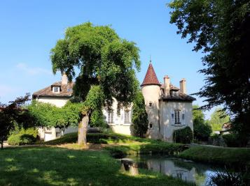 Maison Fontaines &bull; <span class='offer-area-number'>260</span> m² environ &bull; <span class='offer-rooms-number'>10</span> pièces