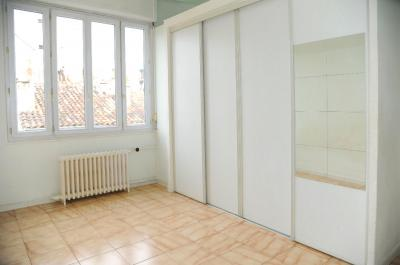 Appartement Marseille 06 &bull; <span class='offer-area-number'>68</span> m² environ &bull; <span class='offer-rooms-number'>4</span> pièces