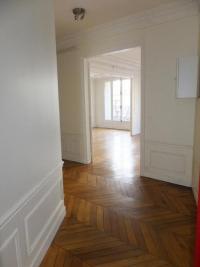 Appartement Paris 06 &bull; <span class='offer-area-number'>111</span> m² environ &bull; <span class='offer-rooms-number'>5</span> pièces
