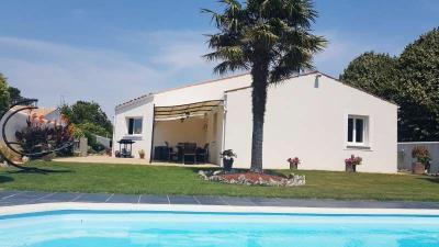 Maison Clavette &bull; <span class='offer-area-number'>140</span> m² environ &bull; <span class='offer-rooms-number'>4</span> pièces
