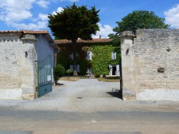 Maison St Pompain &bull; <span class='offer-area-number'>260</span> m² environ &bull; <span class='offer-rooms-number'>9</span> pièces