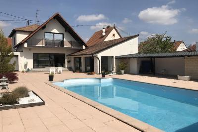 Villa Holtzheim &bull; <span class='offer-area-number'>197</span> m² environ &bull; <span class='offer-rooms-number'>7</span> pièces