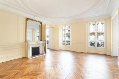 Appartement Paris 06 &bull; <span class='offer-area-number'>132</span> m² environ &bull; <span class='offer-rooms-number'>5</span> pièces