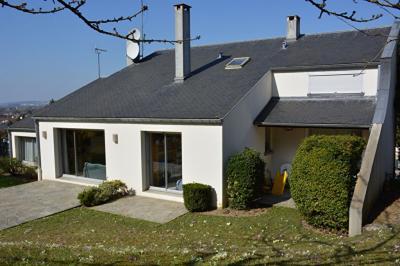 Maison Mezieres sur Seine &bull; <span class='offer-area-number'>250</span> m² environ &bull; <span class='offer-rooms-number'>10</span> pièces