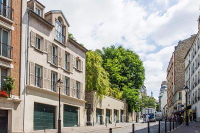 Maison Paris 18 &bull; <span class='offer-area-number'>170</span> m² environ &bull; <span class='offer-rooms-number'>5</span> pièces