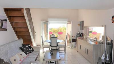 Appartement St Genis les Ollieres &bull; <span class='offer-area-number'>61</span> m² environ &bull; <span class='offer-rooms-number'>3</span> pièces