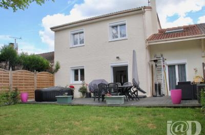 Maison Soisy sur Seine &bull; <span class='offer-area-number'>104</span> m² environ &bull; <span class='offer-rooms-number'>6</span> pièces