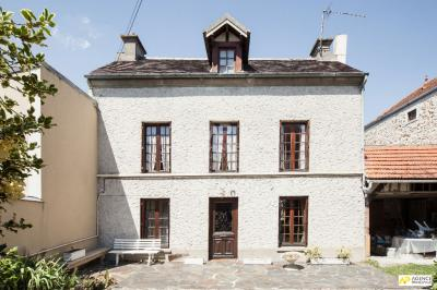 Maison Chambourcy &bull; <span class='offer-area-number'>100</span> m² environ &bull; <span class='offer-rooms-number'>6</span> pièces