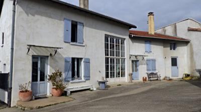 Maison Assieu &bull; <span class='offer-area-number'>210</span> m² environ &bull; <span class='offer-rooms-number'>7</span> pièces